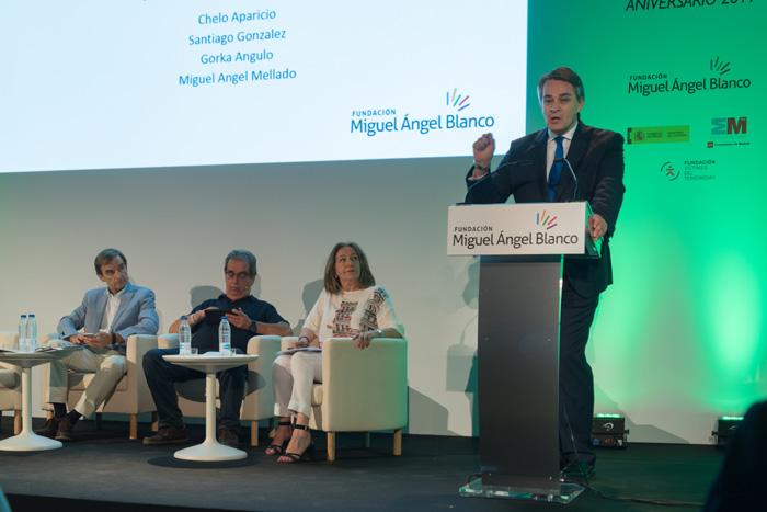 Intervención de periodistas en el acto central de la campaña XX ANIVERSARIO MIGUEL ANGEL BLANCO, LA CONCIENCIA DESPIERTA.